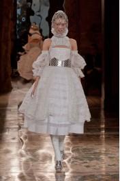 Alexander McQueen Fall 2013 - Catwalk