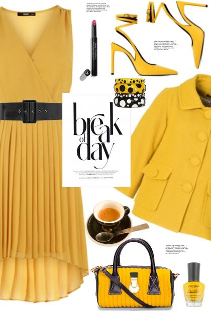 Yellow Pleated Dress!