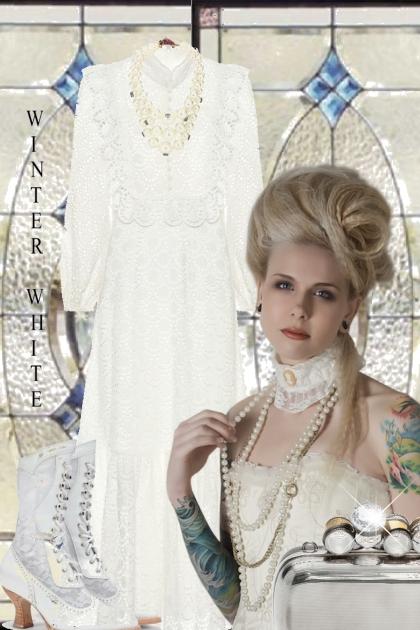 Hvit sid blondekjole
