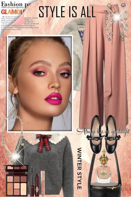 Rosa bukse og grå topp
