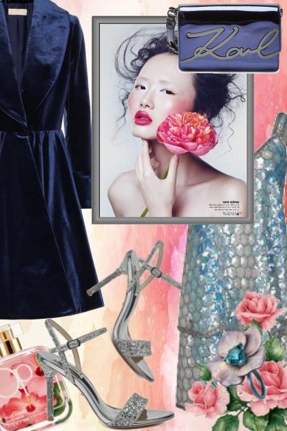 Metallic kjole og blå kåpe