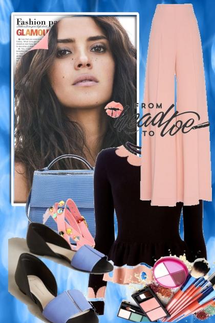 Rosa bukse med blått tilbehør