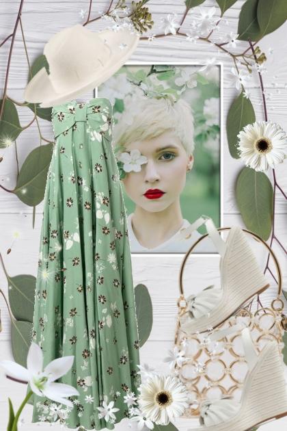 Lys grønn kjole med blomster