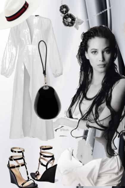 Hvit kjole med sort tilbehør