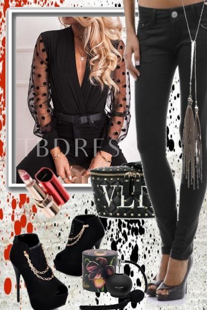Sort bukse med sort blondebluse