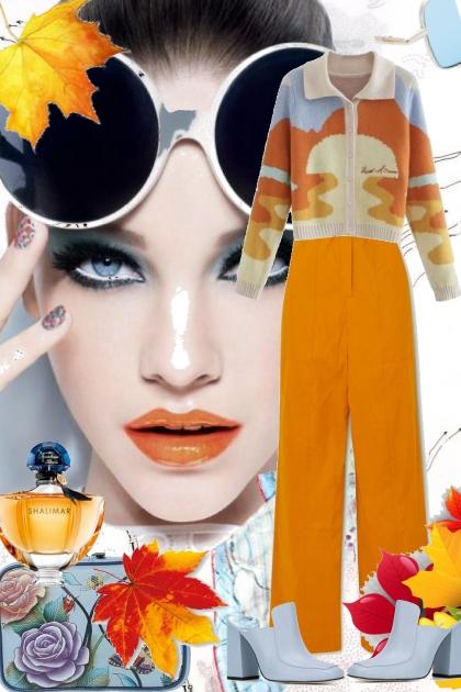 Oransje buksedress med mønstret jakke