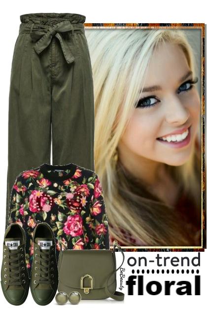nr 3451 - Floral sweetshirt