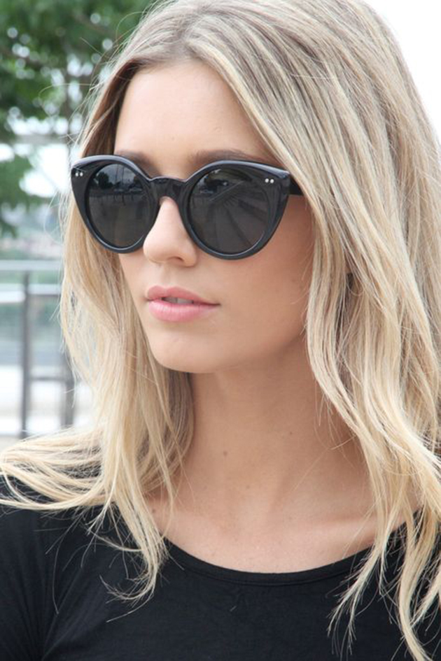 blonde-girl-wearing-sunglasses-free-video-teen-young