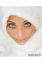 Model in White Fur - Passerella