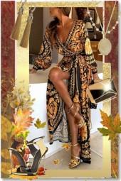 Gylden mønstret kjole med gull tilbehør