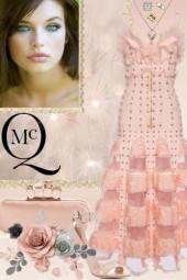 Alexlander McQueen's Stunning Dress!