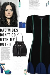 How to wear a Short-Sleeve Pleated Dress!