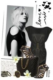 nr 3246 - Woman in black