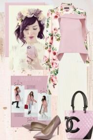 Hvitt skjørt med rosa topp og blomstret kåpe