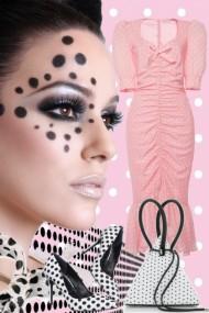 Rosa kjole med hvite prikker