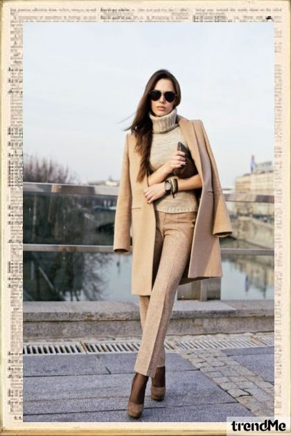 walk with fashionable nude lOOK- Fashion set