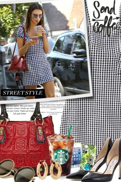 Street Style Enjoying Coffee- Combinazione di moda