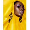 Black Model in Yellow - Pasarela -