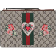 GUCCI GG SUPREME HEART PATCH POUCH - Clutch bags - $859.99
