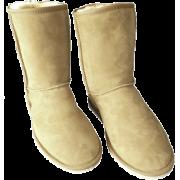 Standard Short  - Boots -