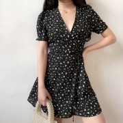 Retro French temperament V-neck floral waist slimming short-sleeved dress - Kleider - $27.99  ~ 24.04€