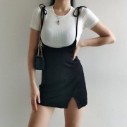 Slim short-sleeved T-shirt + high waist straps split small dress skirt - sukienki - $28.99  ~ 24.90€