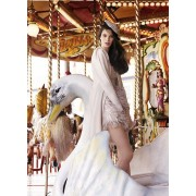 carrousel photoshoot with swan - Laufsteg -