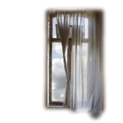 Window with the curtains - Edifici -