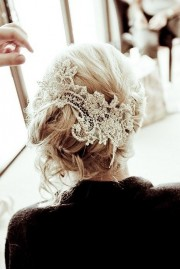 Hair updo with lace - Laufsteg -