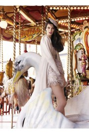 carrousel photoshoot with swan - ファッションショー -