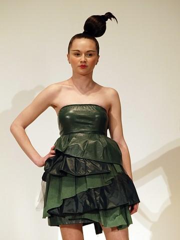haljina Ivane Kuzminski - KADA PADNU MASKE